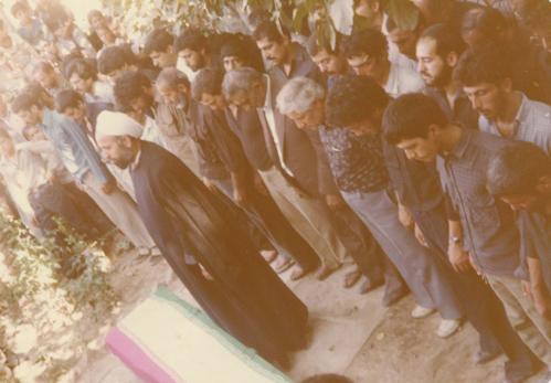خواندن نماز میت بر جنازهی شهید